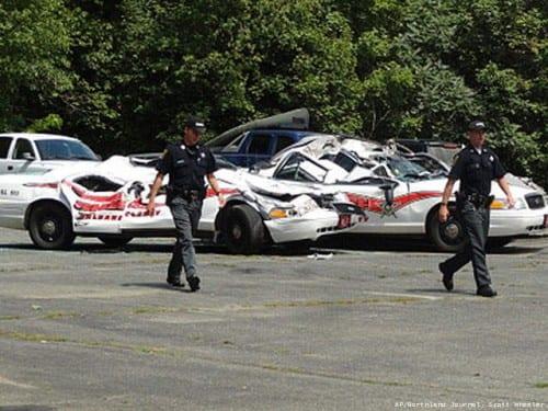 ניידות המשטרה המרוסקות