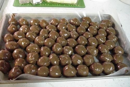 כדורי ביסקוויטים חמאת בוטנים שוקולד