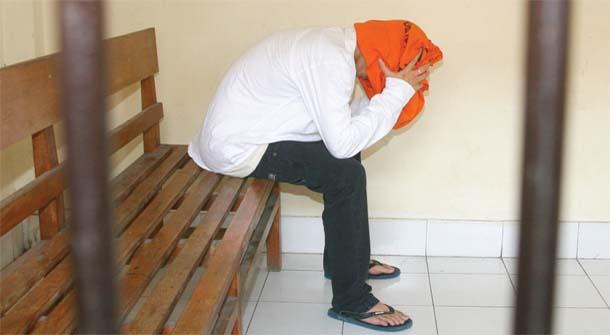 יושיוקה ריוסי, צעיר יפני, במהלך משפטו בבאלי, אינדונזיה