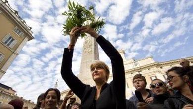 Photo of איטליה: מנהיגת מפלגה אירגנה הפגנת לגליזציה וחילקה קנאביס למשתתפים