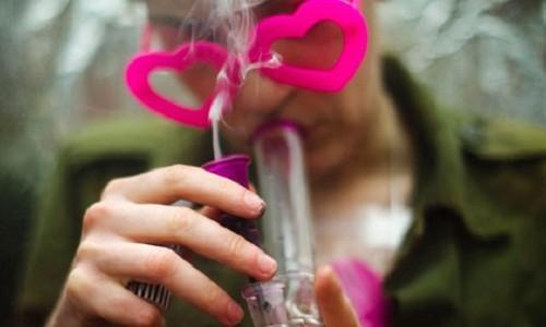 מעשנים קנאביס