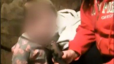 Photo of צפו: אמא נותנת לתינוק לעשן באנג