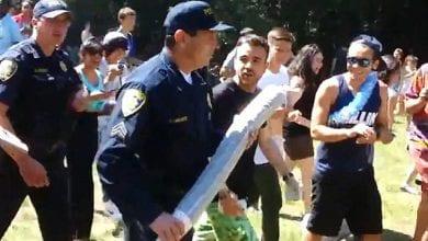 Photo of צפו: שוטר מחרים ג'וינט ענק בחגיגות יום המריחואנה