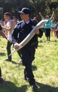 שוטר מחזיק ג'וינט