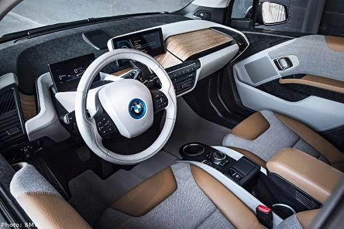 פנים הרכב BMW i3