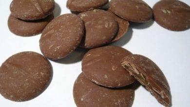 "Photo of שוקולד או חשיש? שוטר החרים חתיכות של ""חומר טבעי כלשהו"""