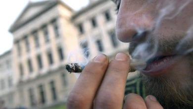 מעשן מריחואנה