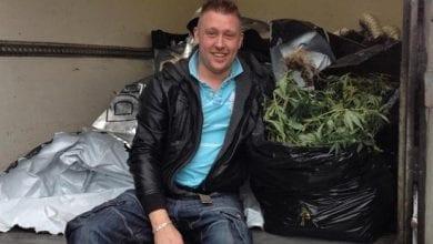Photo of אנגליה: שוטרים שכחו שתילי מריחואנה מוחרמים בתוך רכב שכור