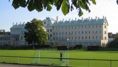 Photo of שוודיה סוגרת 4 בתי כלא – כי אין מספיק אסירים