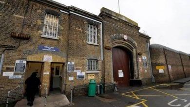"""Photo of ביקורת כלא באנגליה: """"בגדי הסוהרים מסריחים ממריחואנה"""""""