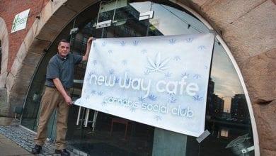 Photo of חוקי או לא: 'קפה קנאביס' ייפתח בקרוב במנצ'סטר