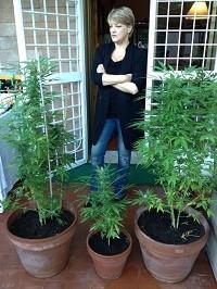 ריטה ברנרדיני מגדלת קנאביס בבית