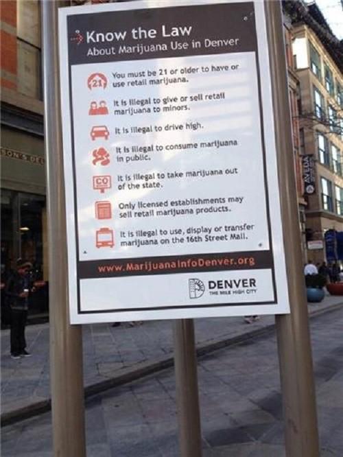 שלט בקולורדו ובו הסבר על חוקי הקנאביס החדשים