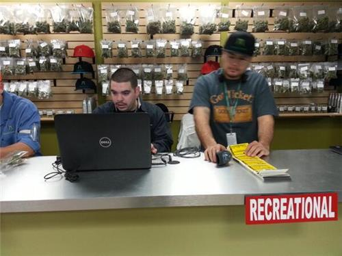 מוכרים קנאביס חוקי בקולורדו