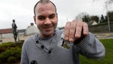 Photo of צפו: עיוור מסגיר עצמו למשטרה בגין שימוש במריחואנה