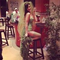 ריהאנה מתחפשת למריחואנה בחג המולד