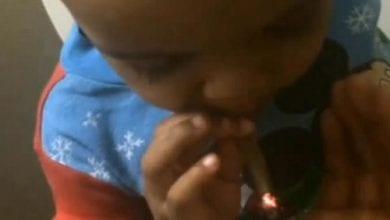 תינוק מעשן מריחואנה