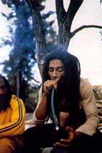 בוב מארלי מעשן גאנג'ה בצ'אליס