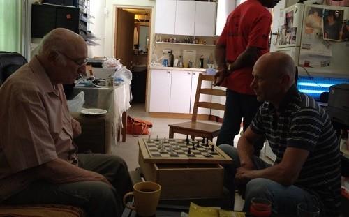 תמיר ואביו משחקים