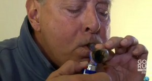 סבא מעשן מריחואנה בפעם הראשונה