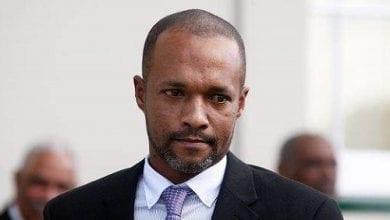 """Photo of פוליטיקאי בברמודה: """"ריפאתי את האסתמה של בתי בעזרת תה קנאביס"""""""