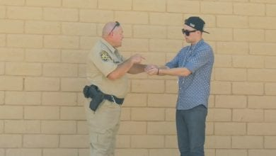 Photo of צפו: קוסם מציע מריחואנה לשוטר – ויוצא מזה נקי