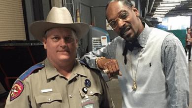 Photo of שוטר הצטלם עם סנופ דוג – ונשלח לבירור