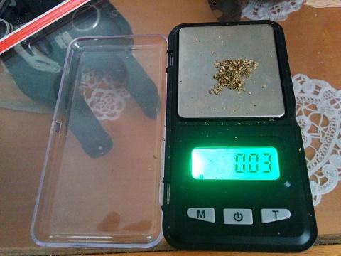 0.03 גרם קנאביס על משקל
