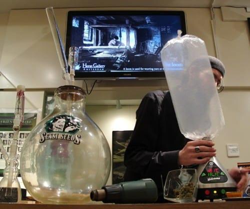 01-cannabis-cultural-live-vaporizer-exhibit