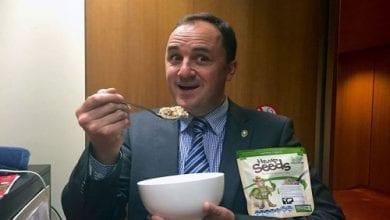 """Photo of פוליטיקאי אוסטרלי הודיע בפרלמנט: """"צרכתי קנאביס הבוקר"""""""