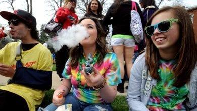 "Photo of לראשונה בארה""ב: סטודנטים צורכים יותר מריחואנה מסיגריות"