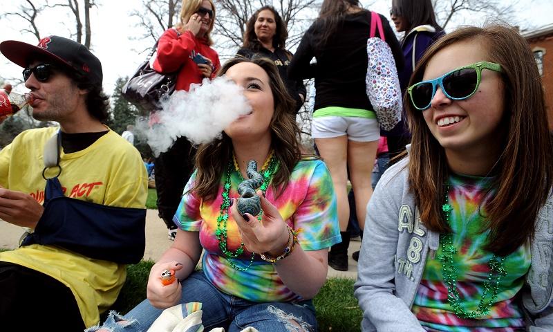 יותר סטודנטים מעשנים קנאביס