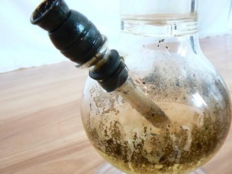 באנג (מקטרת מים) המיועד לעישון קנאביס