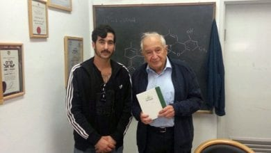 Photo of הגשים חלום: העניק לפרופ׳ משולם ספר שעשוי כולו קנאביס
