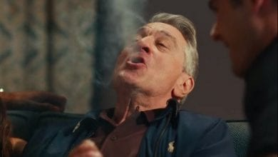 """תמונה מתוך הסרט """"סבא השובב"""" (2016) - רוברט דה-נירו במסע אחרי מריחואנה וסקס"""
