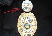 """ארה""""ב: קצין משטרה הודח לאחר שענד סיכה בעד לגליזציה"""