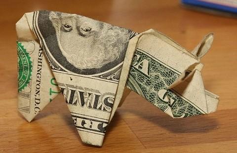 שטר של דולר אחד מקופל בצורת חזיר אורגמי