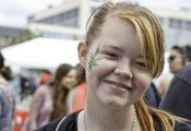 מחקר חדש: תלמידים חכמים יותר נוטים לעשן מריחואנה