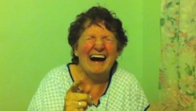 Photo of סבתא אוכלת בטעות עוגיית מריחואנה