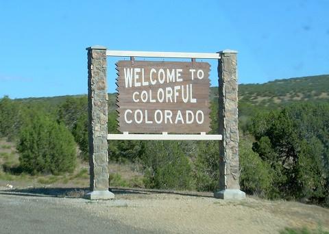 """שלט ברוכים הבאים - קולורדו, ארה""""ב"""