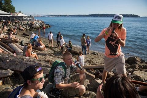 """פסטיבל עישון על החוף בסיאטל, ארה""""ב"""