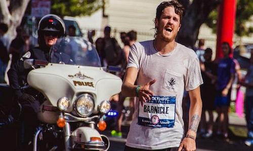 """כריס ברניקל - רץ מרתונים אמריקאי (""""הסטלן המהיר בעולם"""" )"""