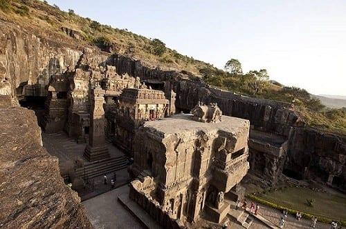 מערות התפילה באלורה (מזרח הודו) - בנייה עמידה בת 1,400 שנה