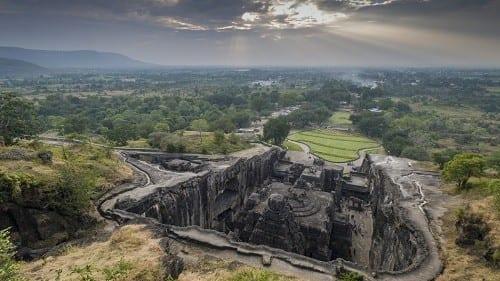 """מערות התפילה באלורה (מזרח הודו) - """"האמנים העתיקים הכירו את צדדיו הטובים של ההמפ"""""""