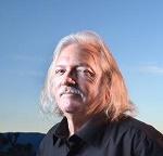 """ג'ון """"באג"""" וודארד - חבר מועצת העיר אדלנטו (קליפורניה, ארה""""ב)  שהעלה את תוכנית הקנאביס הרפואי"""
