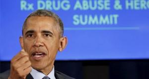 ברק אובמה נואם על רקע שקופית של הועידה ומלחמה בהתמכרות להירואין ותרופות מרשם
