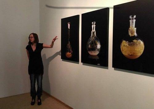 האמנית תרזה שוברט מציגה את עבודתה במוזיאון בברלין