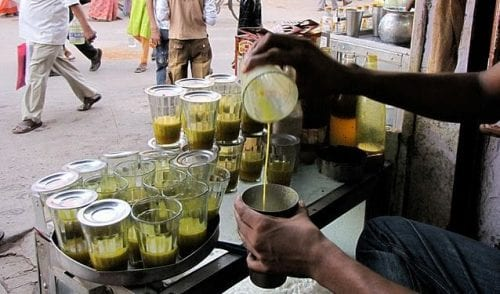 אחד המשקאות המפורסמים ביותר בהודו - בהאנג לאסי בהכנה ביתית