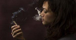 חולה מאניה דיפרסיה (הפרעה דו קוטבית) מעשנת קנאביס רפואי