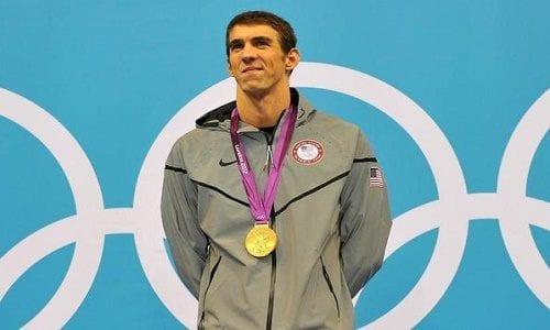 מייקל פלפס - השחיין הטוב בעולם שזכה כבר ב-23 מדליות זהב, לאחר שהושעה בגין באנג